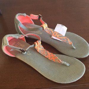 NWOT Toms Canvas Sandals Gray / Neon